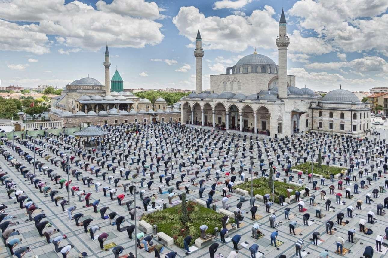 Προσευχή μουσουλμάνων εν μέσω πανδημίας στο Ικόνιο της Τουρκίας