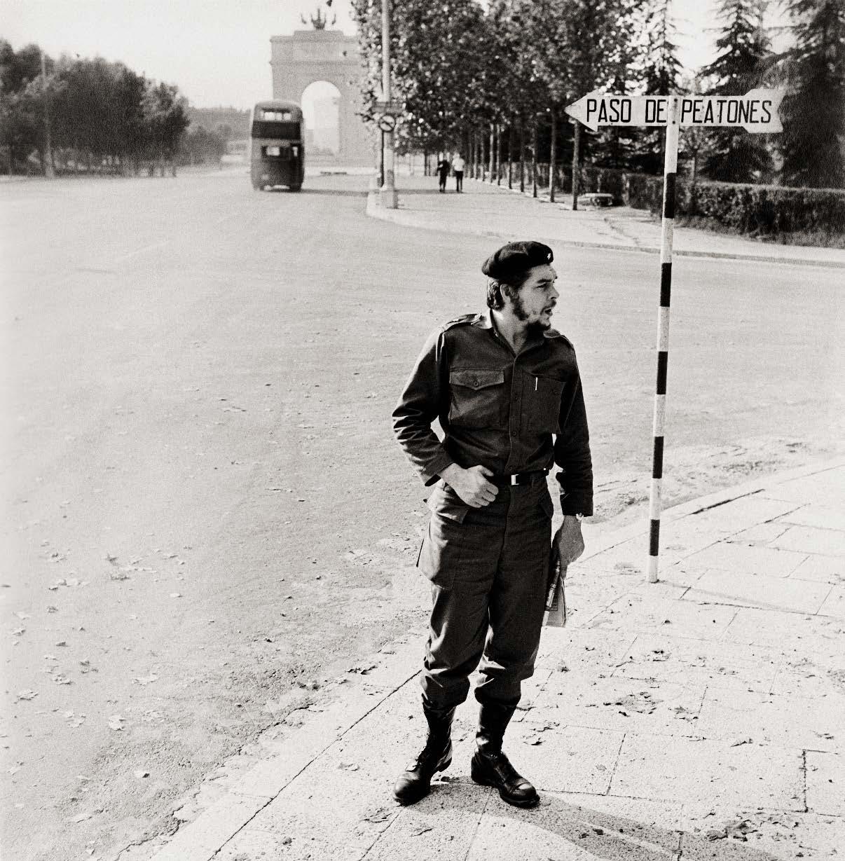 Ο Τσε Γκεβάρα, ως υπουργός στο φρέσκο καθεστώς του Φιντέλ Κάστρο, στην Πανεπιστημιούπολη το 1959: o César Lucas έχει φωτογραφίσει τους πάντες, από τον Μπάστερ Κίτον μέχρι τον Σον Κόνερι και από την Μπριζίτ Μπαρντό μέχρι τον Τζον Λένον, ωστόσο αυτή φωτογραφία του Τσε - η οποία έγινε γνωστή μετά από έκθεση τη δεκαετία του 1980- παραμένει από τα πιο διάσημα έργα του