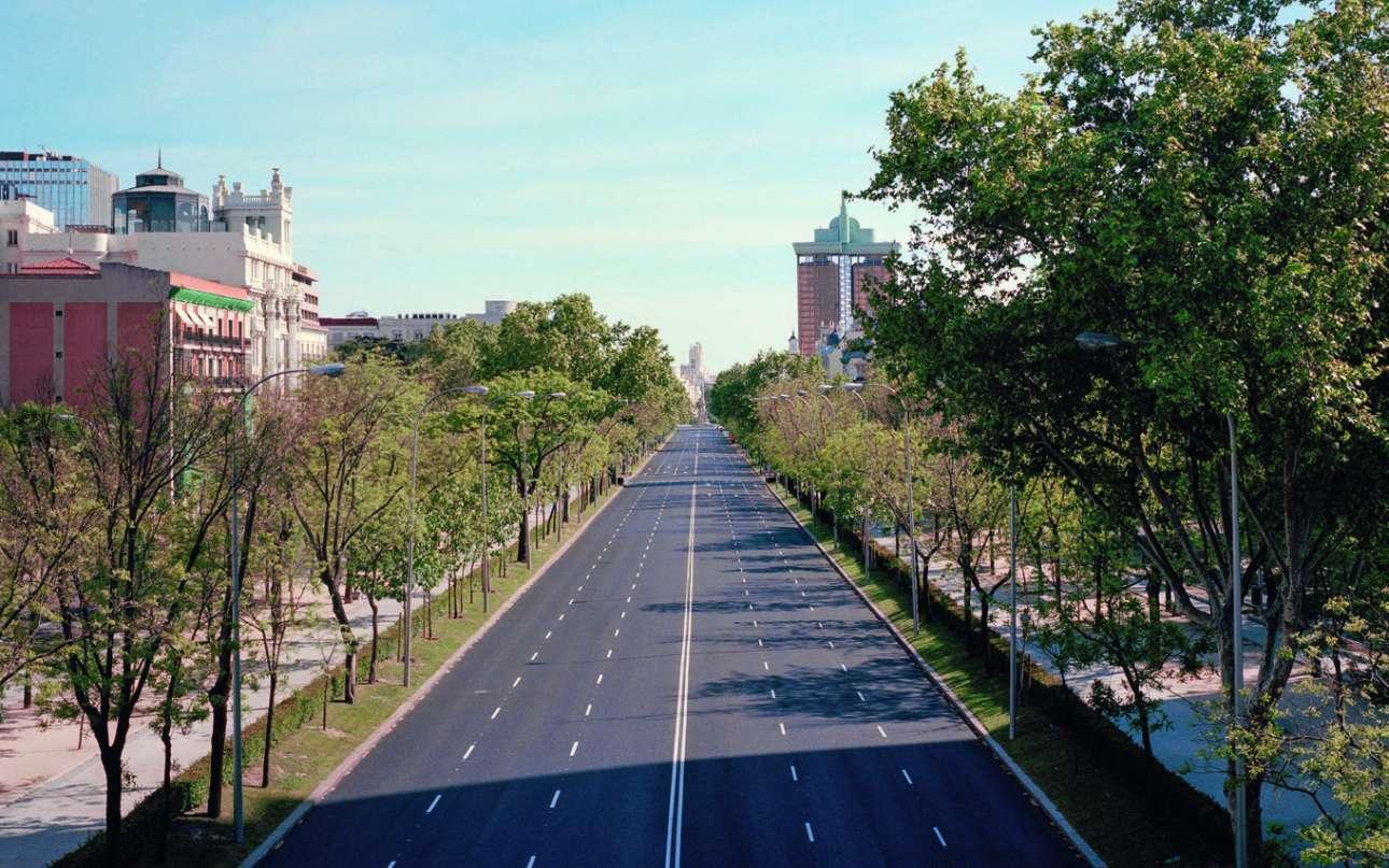 Η Μαδρίτη την εποχή του κορονοϊού... η μεγαλύτερη λεωφόρος, η Paseo de la Castellana, έρημη κατά τη διάρκεια του lockdown