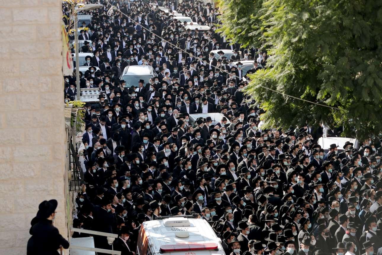 Κοσμοσυρροή «ορθοδόξων εβραίων» σε κηδεία ραβίνου στην Ιερουσαλήμ, παρά την πανδημία. Ο λογαριασμός σε κρούσματα κορονοϊού σε δύο περίπου εβδομάδες...