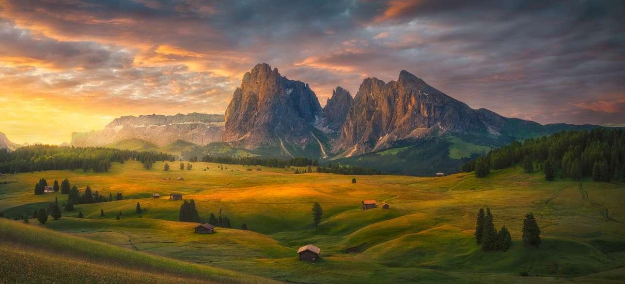 Μοιάζει με πίνακα ζωγραφικής αλλά είναι η ανατολή του Ηλίου σε μια περιοχή των Δολομιτικών Άλπεων, μιας οροσειράς στην βορειοανατολική Ιταλία. H φωτογραφία ονομάστηκε «Εκπληκτική Ανατολή»