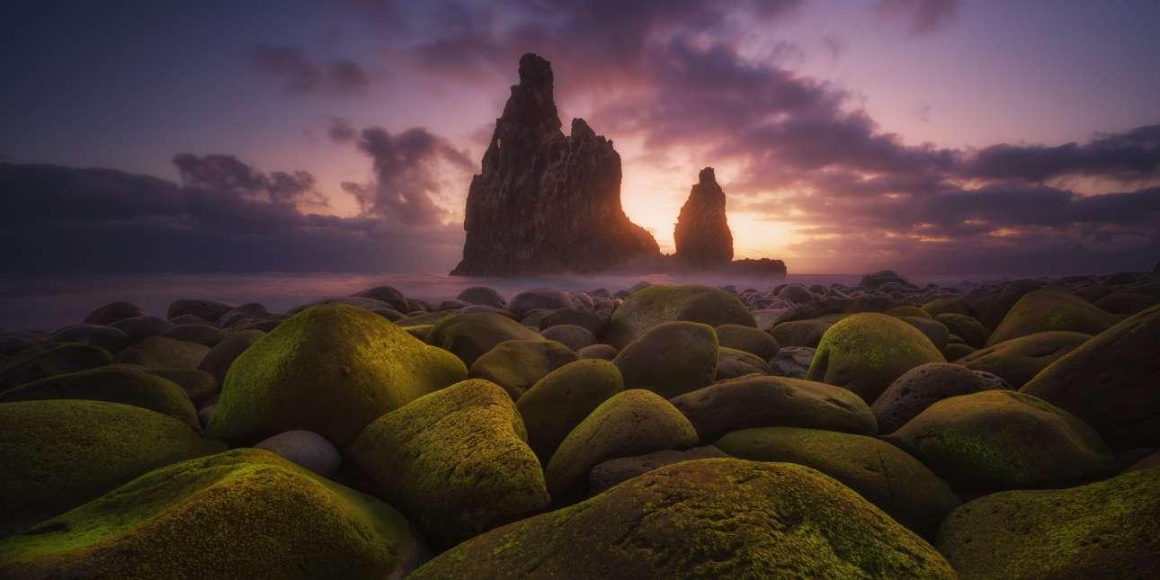 «Δραματικό Πανόραμα». O Ισπανός Κάρλος Φουριένζο κέρδισε το πρώτο βραβείο ερασιτεχνών φωτογράφων στην κατηγορία «Φύση /Τοπίο» με αυτή την εικόνα από το νησί Μαδέιρα την οποία ονόμασε «Drama Panorama»