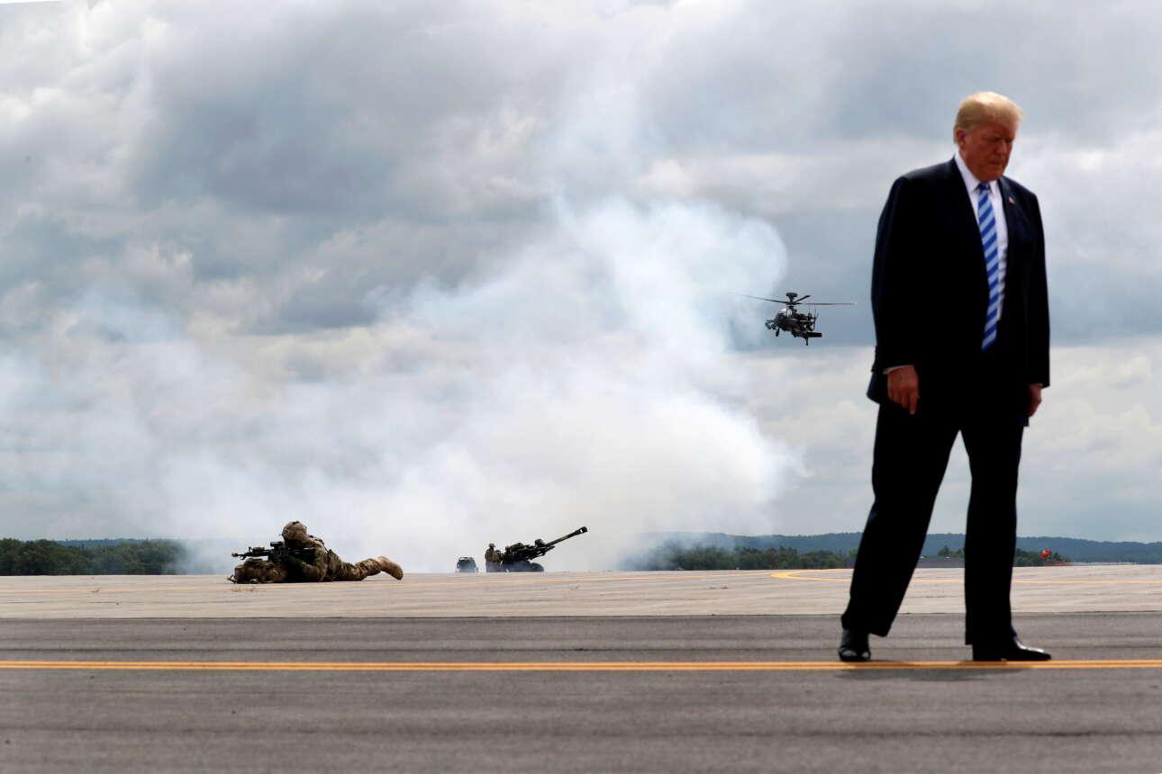Αύγουστος 2018. Ο Ντόναλντ Τραμπ στη Νέα Υόρκη, σε μια άσκηση ελικοπτέρων και πεζικάριων. Boring...