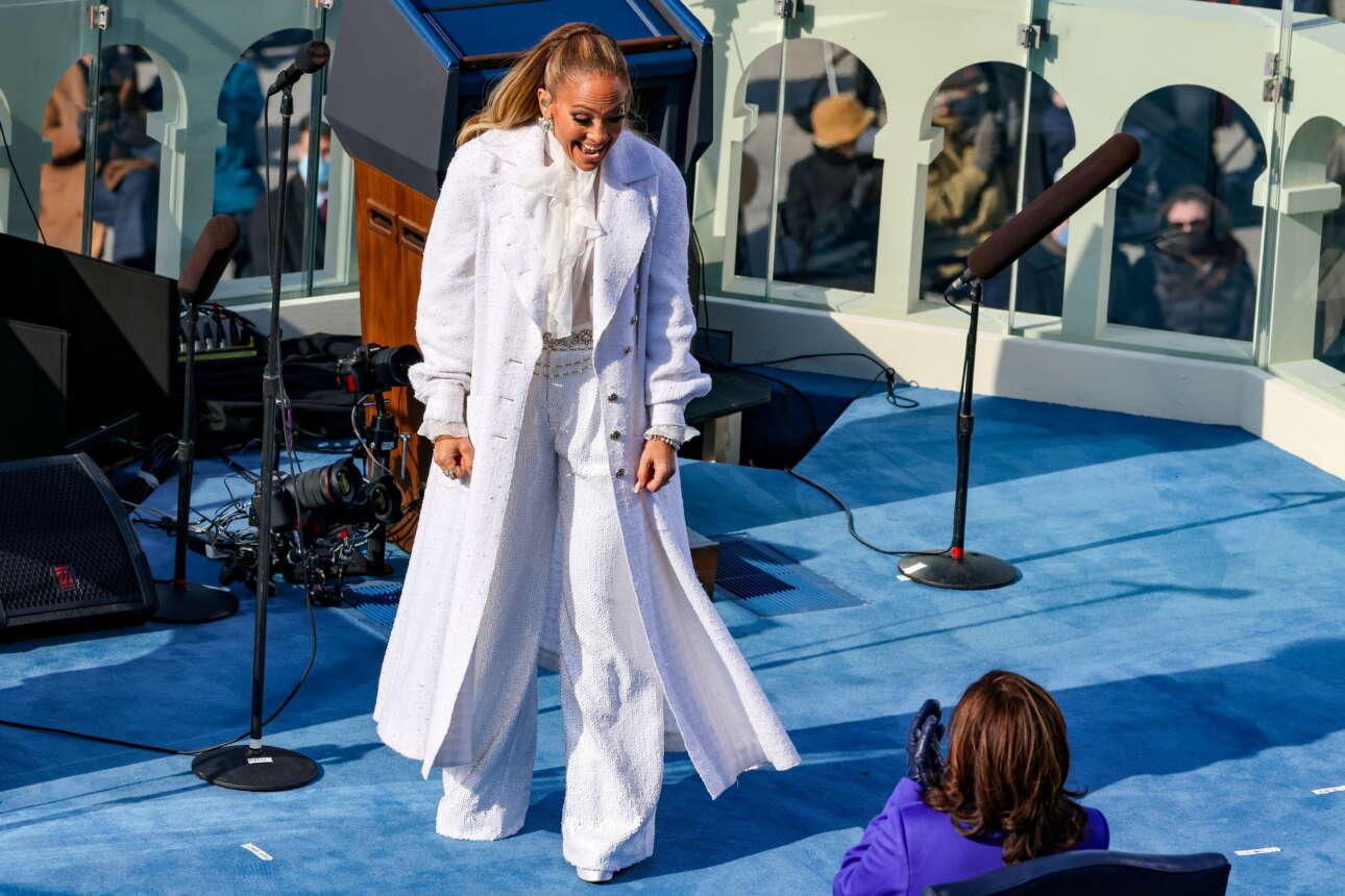 Η Τζένιφερ Λόπεζ χαιρετά τη νέα αντιπρόεδρο, Κάμαλα Χάρις