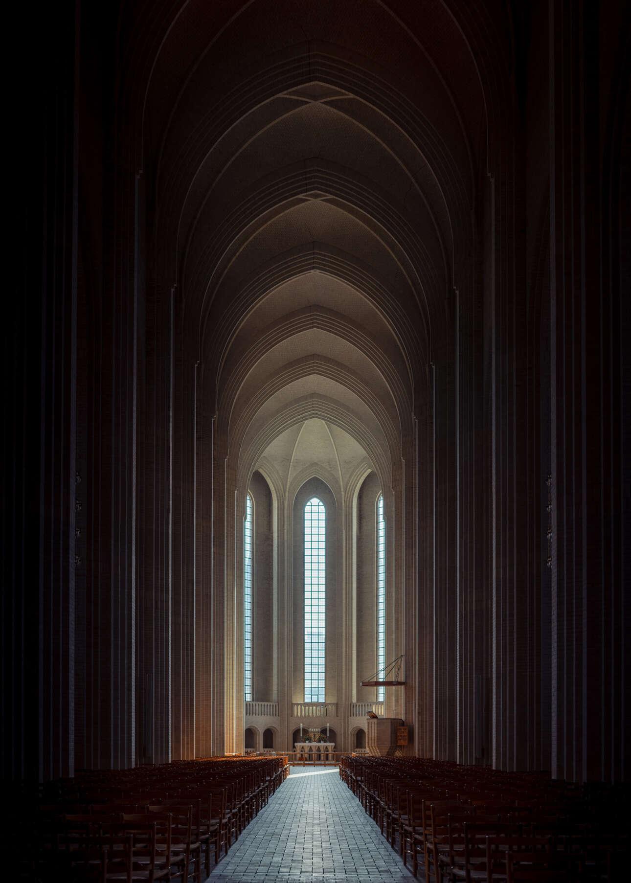 Πρώτη θέση στην κατηγορία Αρχιτεκτονική (Ερασιτέχνες). Εξπρεσιονισμός και γοτθική αρχιτεκτονική συναντιούνται στην εκκλησία του 1940 Grundtvigs Kirke, στην Κοπεγχάγη