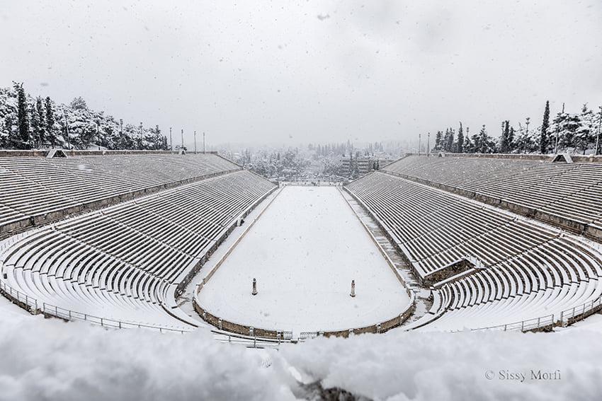 Το χιονισμένο Καλλιμάρμαρο στον φωτογραφικό φακό της διακεκριμένης φωτογράφου Σίσσυς Μόρφη