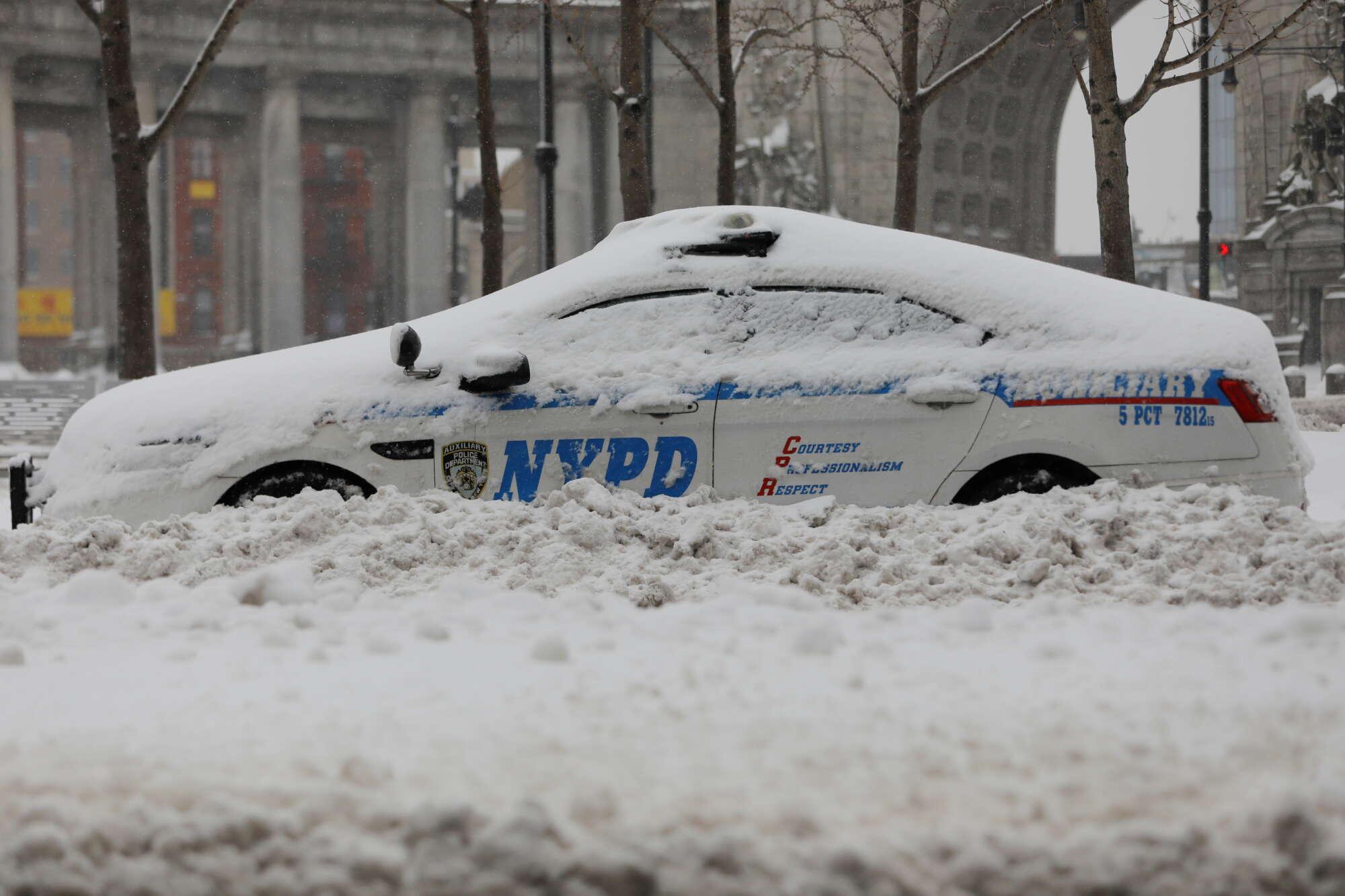 Ο χιονιάς δεν κάνει διακρίσεις. Σε αντίθεση με ορισμένους αστυνομικούς...