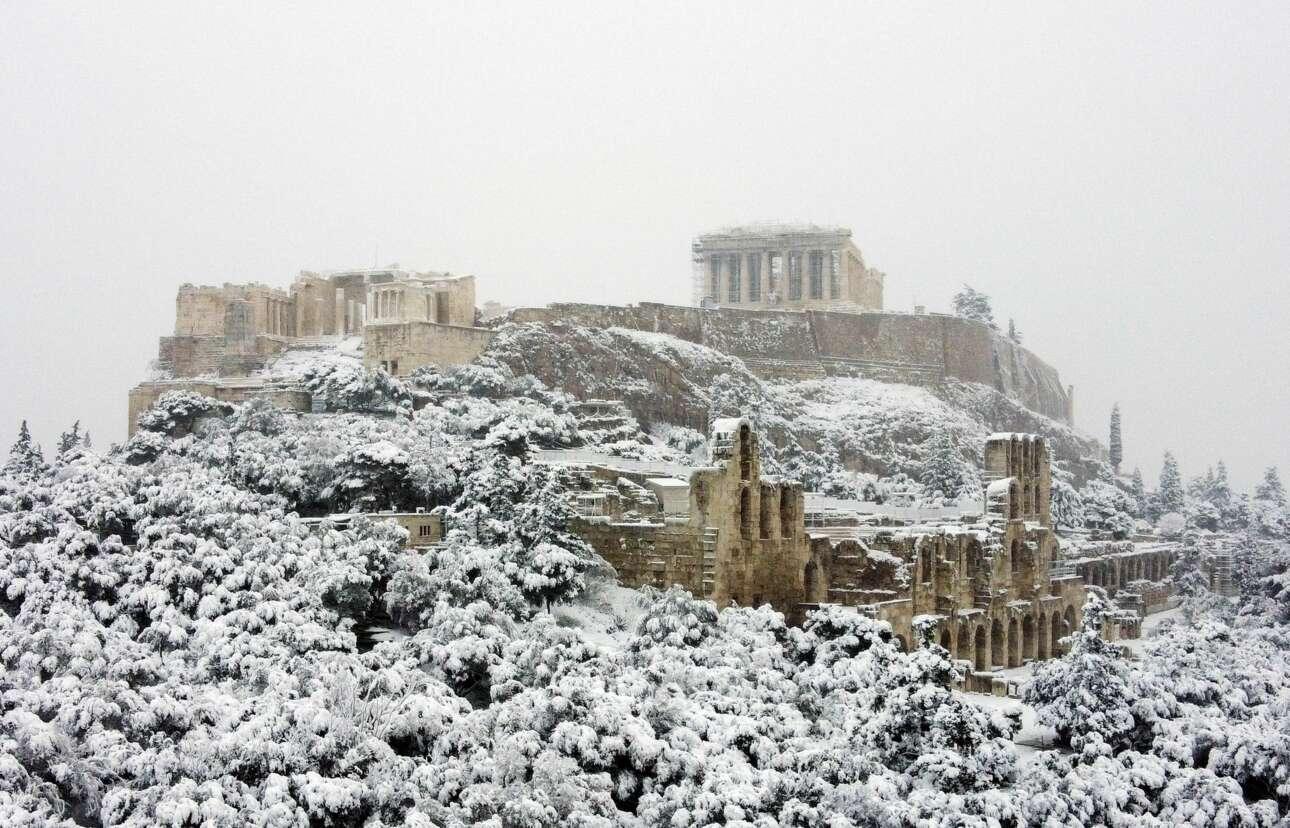 Πρωί 16ης Φεβρουαρίου 2021. Η Ακρόπολη και το Ηρώδειο σκεπασμένα από πυκνό χιόνι