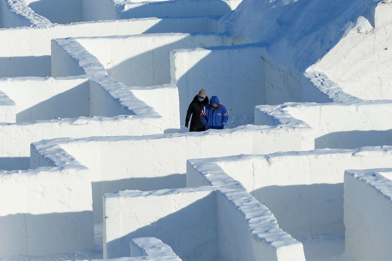 Καναδάς. Δύο άνθρωποι «παγιδεύτηκαν» σε λαβύρινθο πάγου – στον μεγαλύτερο του κόσμου κιόλας, όπως πιστοποιούν τα Guinness World Records