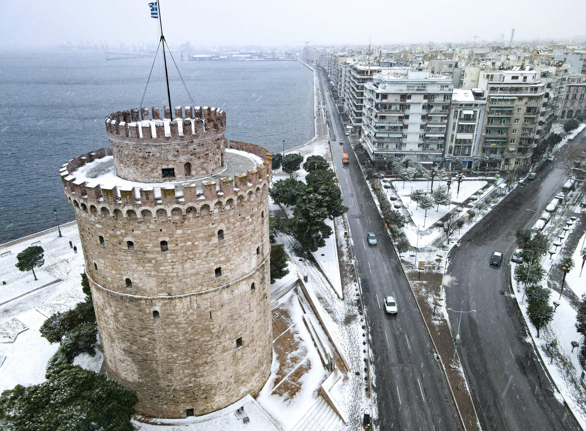 Πιο λευκός... δεν γίνεται ο Πύργος της Θεσσαλονίκης