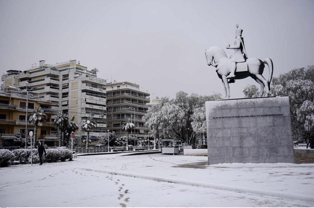 Το άγαλμα του Κωνσταντίνου Παλαιολόγου στο Παλαιό Φάληρο