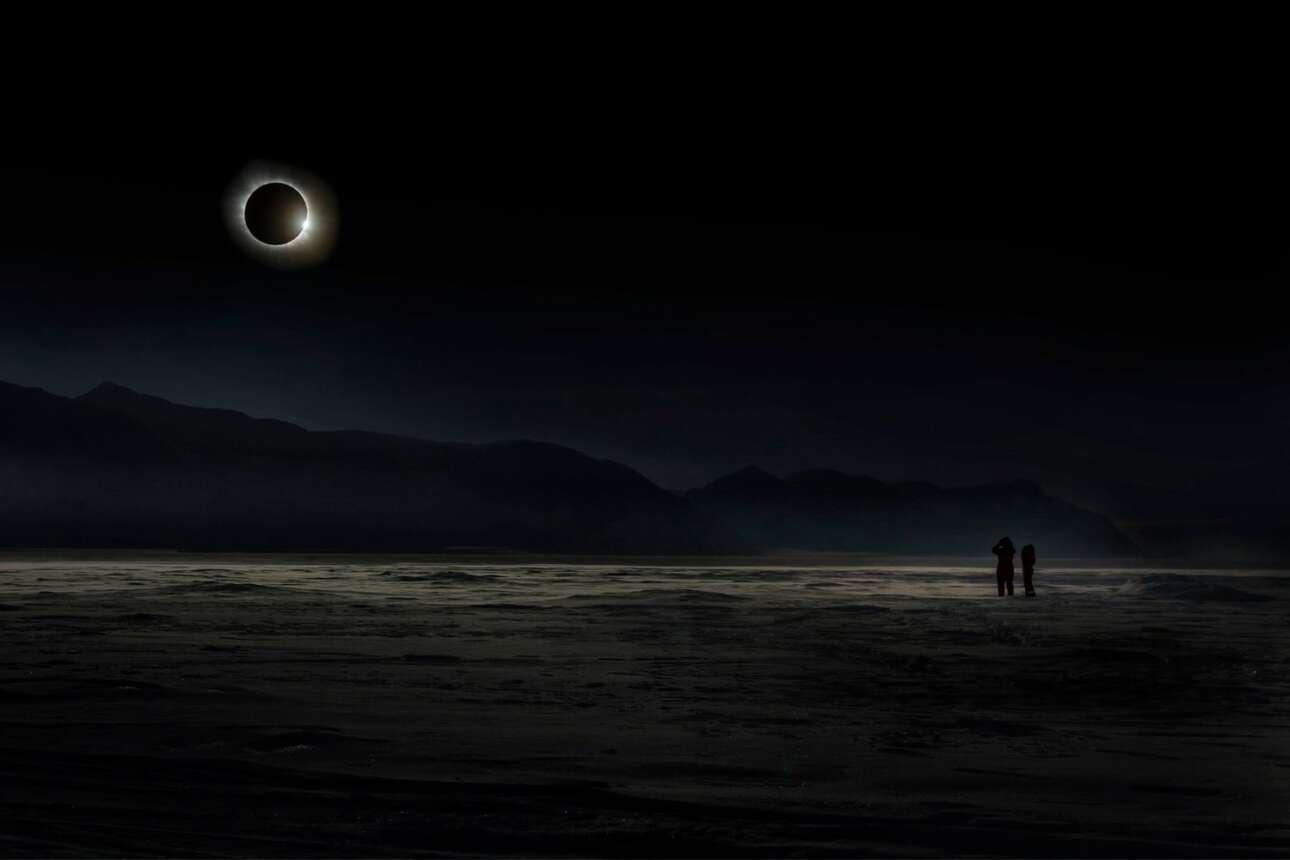 Μεγάλος νικητής του διαγωνισμού. Ενα από τα πιο σημαντικά και εντυπωσιακά αστρονομικά φαινόμενα: η ολική έκλειψη της Σελήνης στο Σβάλμπαρντ, Νορβηγία