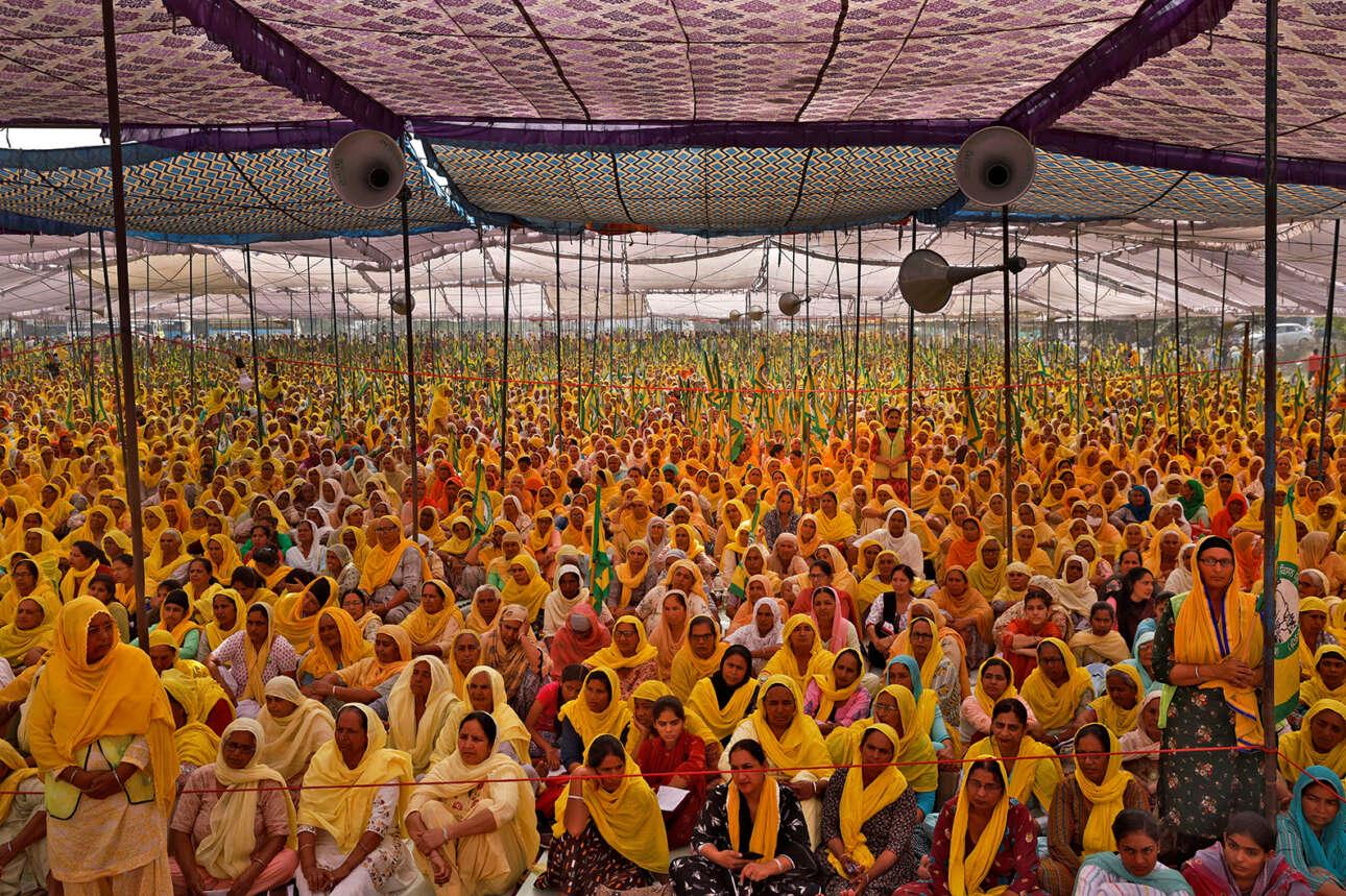 Εορτασμός της Παγκόσμιας Ημέρας της Γυναίκας στην Ινδία: αγρότισσες διαμαρτύρονται κατά των γεωργικών μεταρρυθμίσεων της κυβέρνησης Μόντι