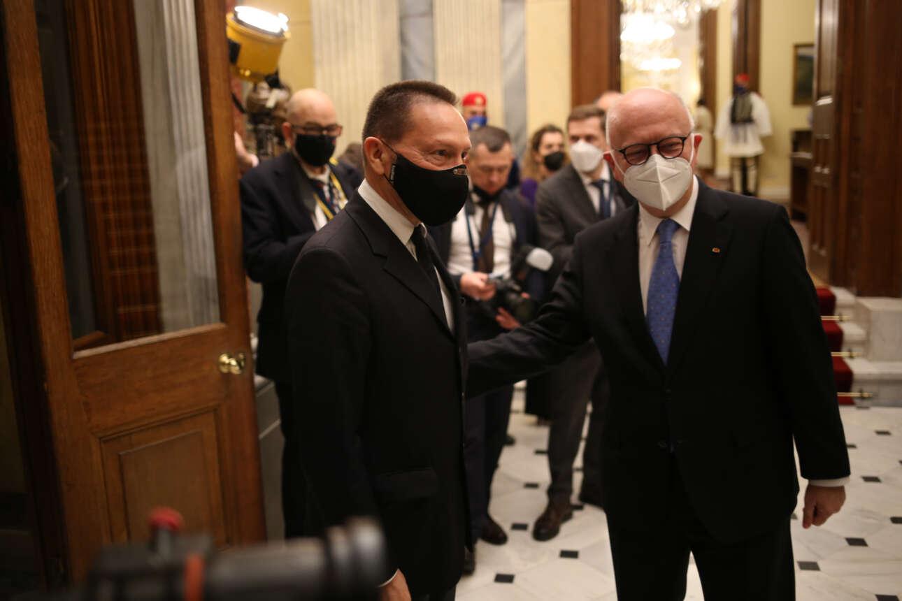 Ο διοικητής της Τραπέζης της Ελλάδος Γιάννης Στουρνάρας καταφθάνει στο Προεδρικό