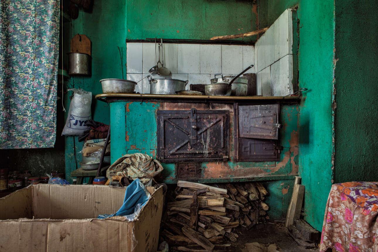 Ο Gjelstad φωτογράφισε την καθημερινή ζωή και τις δραστηριότητες των γυναικών, τα ρούχα τους, τα υπνοδωμάτια, τις κουζίνες και τις αγροικίες, καθώς και το γύρω τοπίο