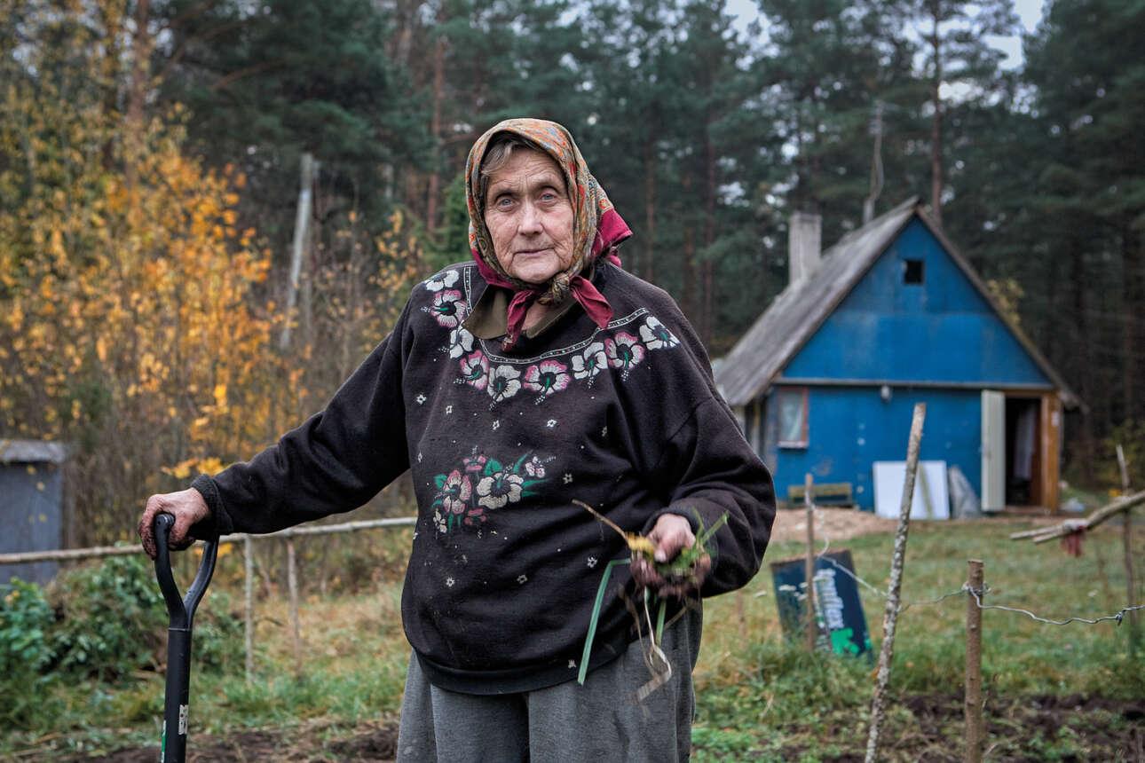 Η Järsumäe Virve εμφανίζεται τακτικά στην τηλεόραση και στις εφημερίδες. Σε ηλικία 81 ετών εκπλήρωσε το όνειρο της ζωής της να κάνει ελεύθερη πτώση από αλεξίπτωτο. Και επειδή είναι τόσο γλυκιά και ζεστή γυναίκα, όλοι θέλουν λίγο χρόνο μαζί της. Συχνά ταξιδιώτες περνούν από το νησί Kihnu αναζητώντας το σπίτι της Virve και αρκετά συχνά, για να προστατεύσουν την φίλη τους, οι άλλοι νησιώτες στέλνουν τους επισκέπτες σε λάθος κατεύθυνση
