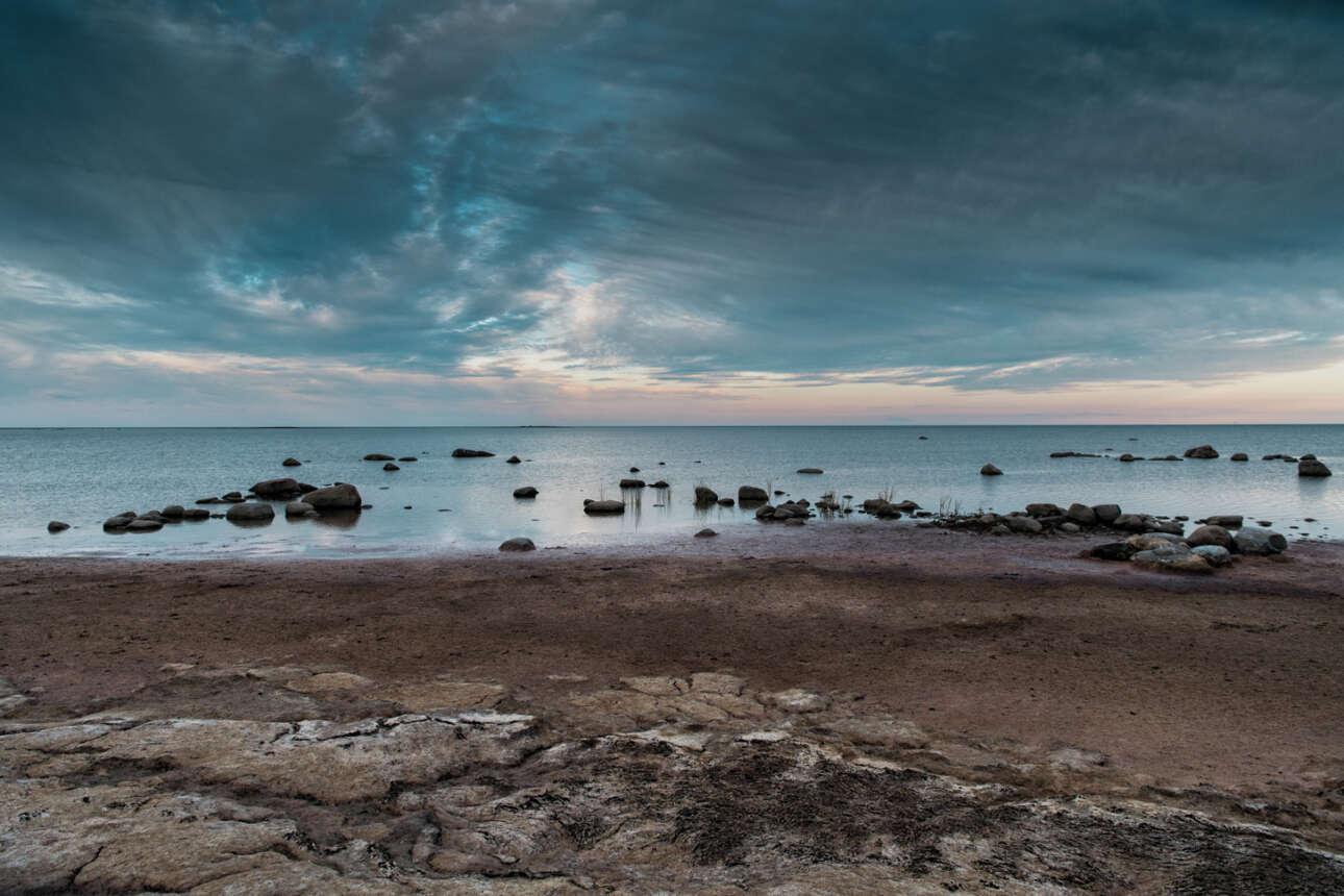 Η θάλασσα και ο ουρανός στο νησί Kihnu