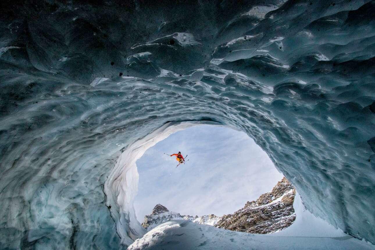 Φιναλίστ στην κατηγορία Πορτρέτο: «Η Αιώνια Ομορφιά του να Παίζεις στα Βουνά» λέει ο επεξηγηματικός τίτλος της φωτογραφίας