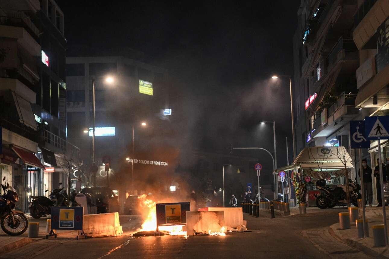 Η οδός Κωνσταντίνου Παλαιολόγου στις φλόγες
