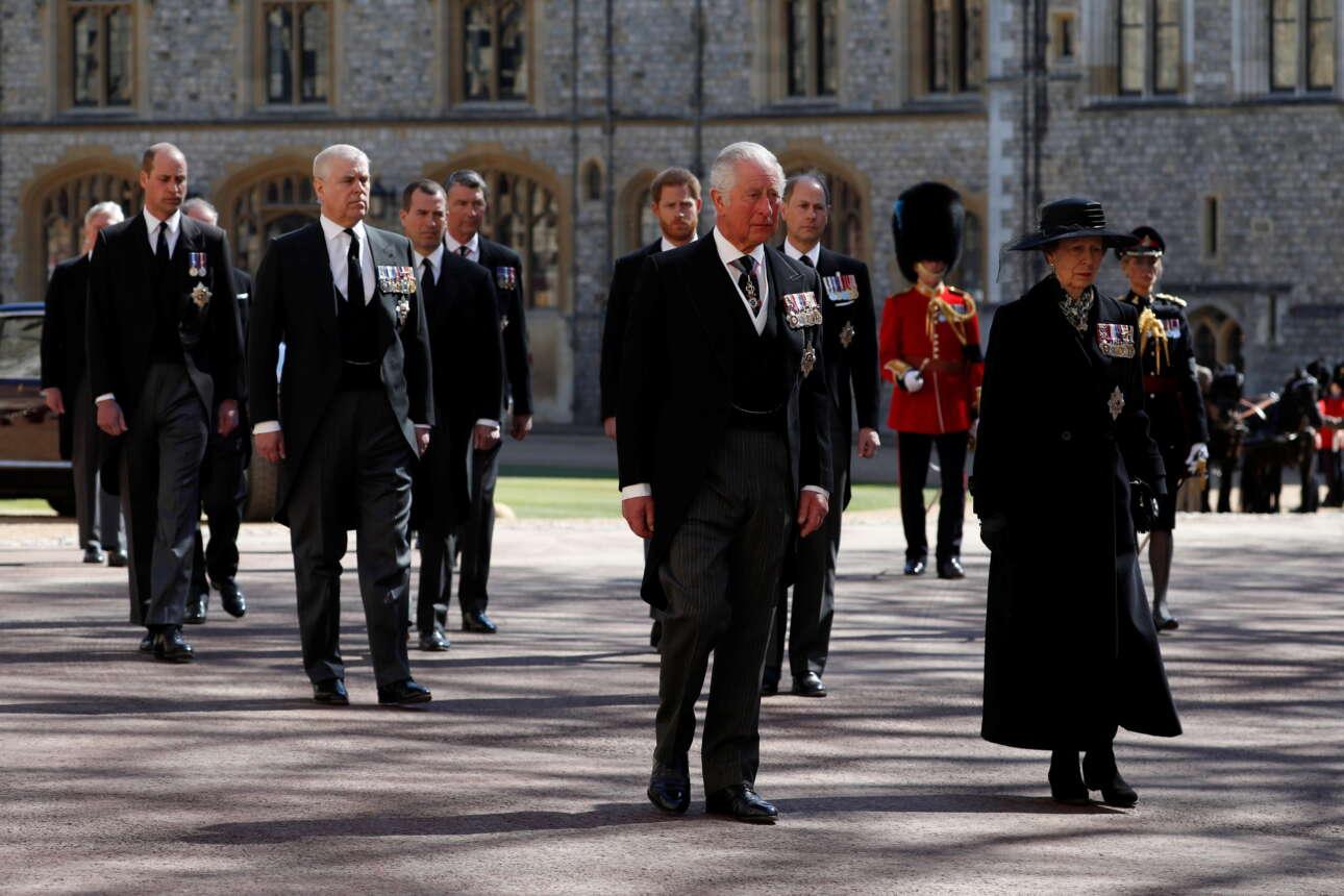 Ο πρίγκιπας της Ουαλίας, Κάρολος και άλλα μέλη της βασιλικής οικογένειας κατά τη διάρκεια της κηδείας