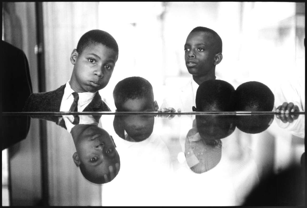 Μικροί μαύροι μουσουλμάνοι διδάσκονται Μαύρη Ιστορία στο Μητροπολιτικό Μουσείο της Νέας Υόρκης, το 1961