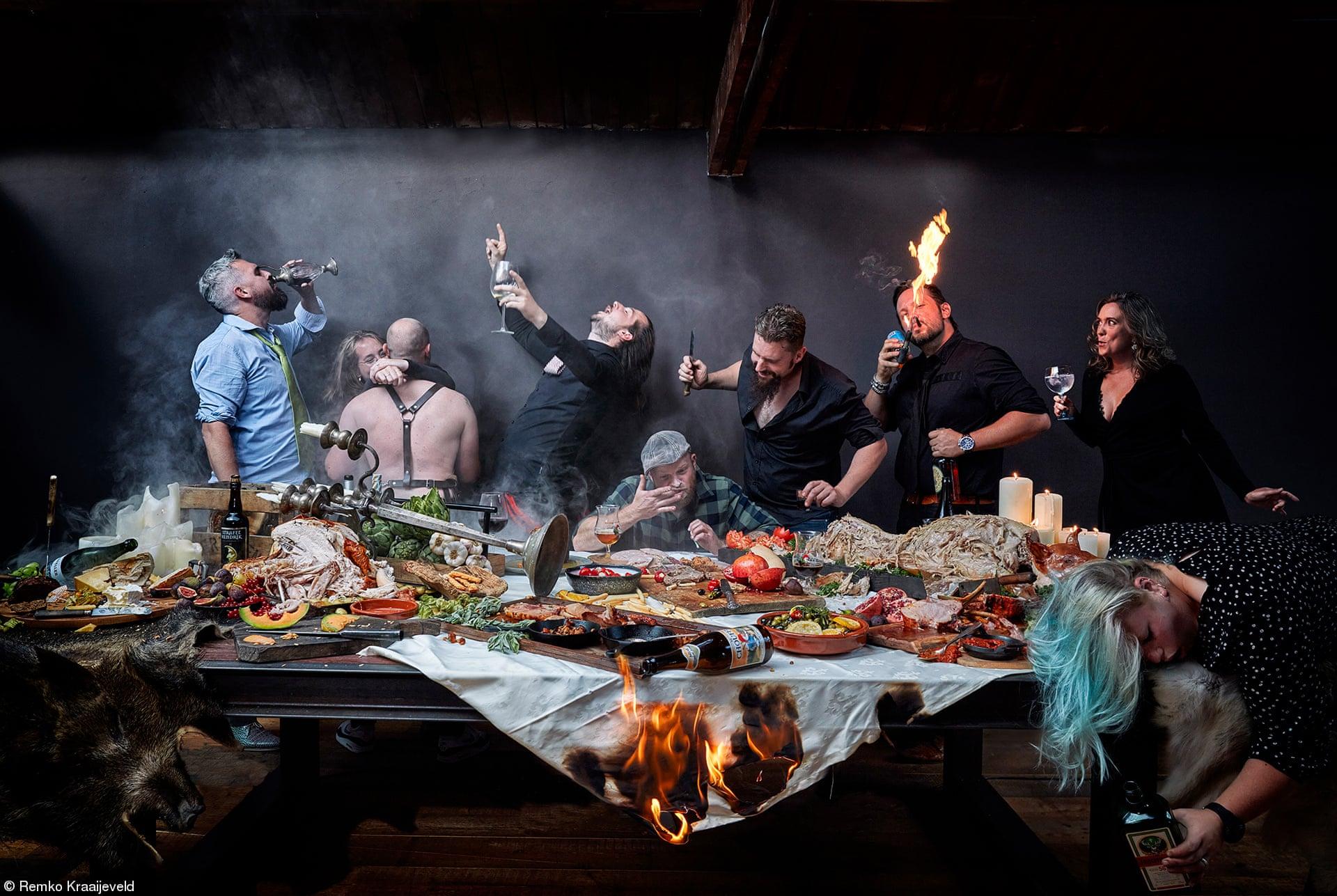 «Προδημοσίευση του Παραδείσου: Μετά το Πάρτι», του Ρέμκο Κράιεφελντ, Ολλανδία. Το φαγητό είναι η χαρά της ζωής. Η φωτογραφία του Κράιεφελντ έγινε με μια λήψη χωρίς photoshop
