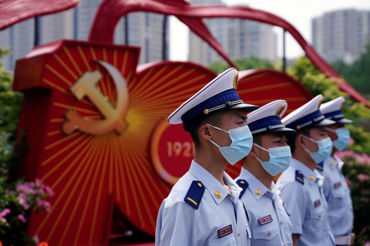 Τρίτο καρέ από τους κρατικούς πανηγυρισμούς στη Σαγκάη: εδώ γιορτάζουν οι ένοπλες δυνάμεις και τα σώματα ασφαλείας, πυροσβέστες και διασώστες