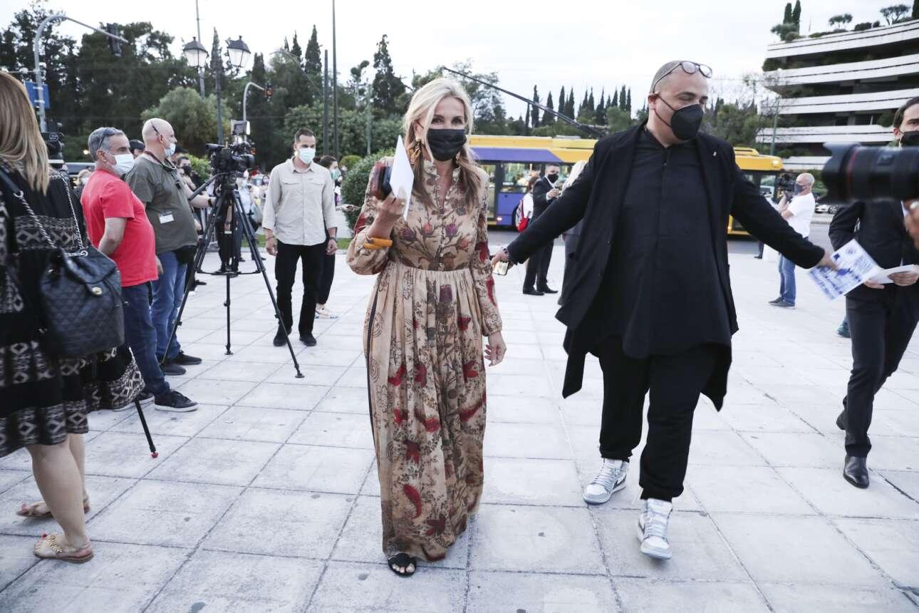 Η Μαρέβα Γκραμπόφσκι-Μητσοτάκη, σύζυγος του Πρωθυπουργού, κατά την άφιξή της στο Καλλιμάρμαρο