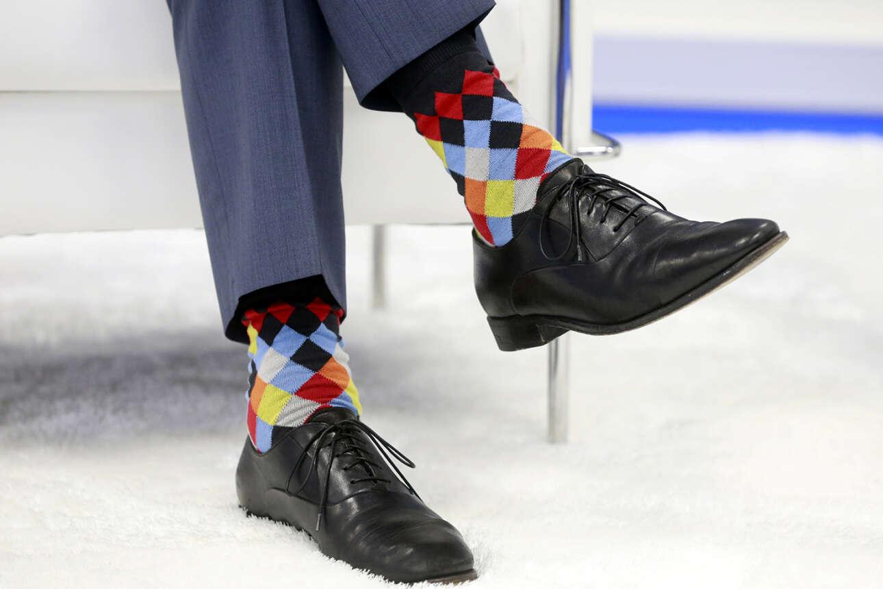 Περίπου τις σημαίες όλων των χωρών του ΝΑΤΟ φόρεσε για κάλτσες ο καναδός πρωθυπουργός Τζάστιν Τριντό και πήγε να συναντήσει τον γενικό γραμματέα της Συμμαχίας, τον Γιένς Στόλτενμπεργκ. Τάχα για να τον τιμήσει;