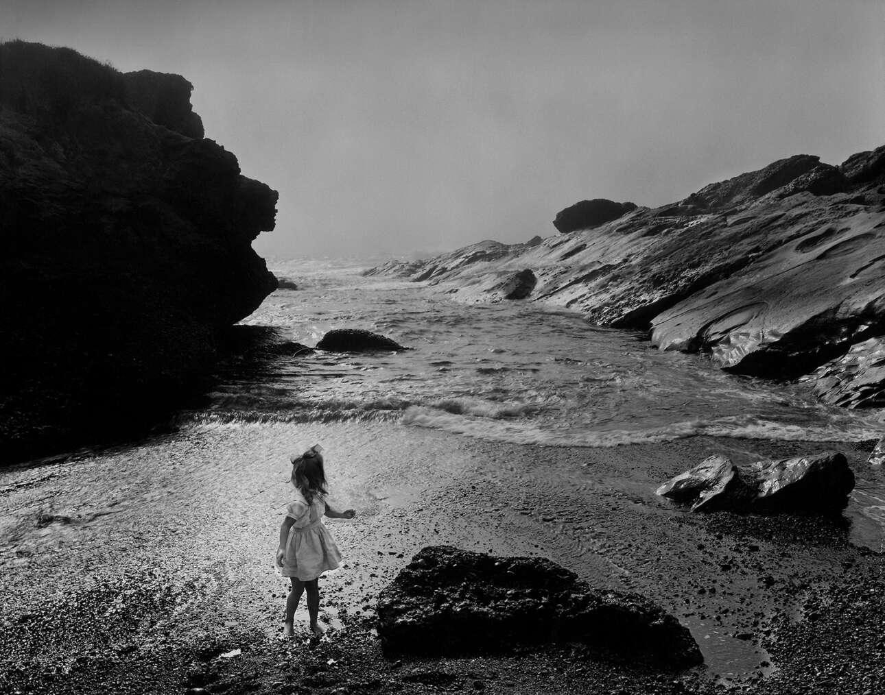 Η κόρη του φωτογράφου, Λιν, στον προστατευόμενο βιότοπο Πόιντ Λόμπος, το 1956