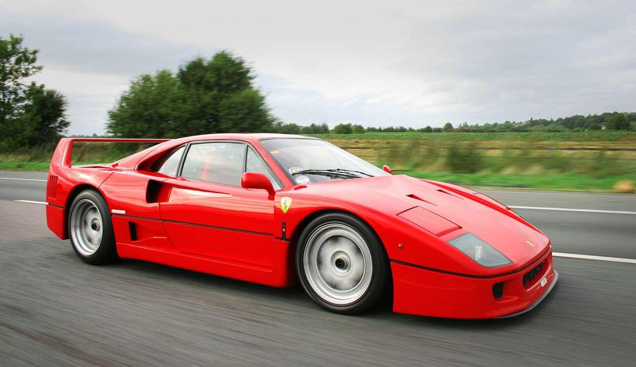 Ferrari F40 (1987) Η F40 ήταντο τελευταίο αυτοκίνητο που «υπέγραψε»ο ιδρυτής της εταιρείας, Ένζο Φεράρι. Την αμέσως επόμενη χρονιά, στις 14 Αυγούστου του 1988, ο γερο-Ένζο, μετά από μια χορτάτη και γεμάτη επιτεύγματα ζωή,σε ηλικία 90 ετώνάφησε τονμάταιο τούτο κόκκινο κόσμο. Προφανώς και ο τίτλος «το πρώτο υπεραυτοκίνητο που έσπασε το φράγματων 320 km/h»ήταν και παραμένει ως ο πιο πιασάρικος αλλά χρειάστηκε και το αισθητικό σκέλος που ο σχεδιαστής του, ο Λεονάρντο Φιοραβάντι, εμφύτευσε: οι ελάχιστοι πρόβολοι, το πολύ χαμηλό καπό, οι αεραγωγοί τύπου ΝΑCA και η πίσω αεροτομή - όλα στις απόλυτα σωστές γωνίες. Η Ferrari F40 ήταν μπρουτάλ και απέριττη, ταυτοχρόνως. Όπως και το λακωνικό εσωτερικό της.Επιθετική αλλά χωρίς σχεδιαστικό overkill. Λειτουργική αλλά χωρίς να είναι κλινική. Συγκριτικά, η F50 αν και θεωρητικά τεχνολογικά καλύτερη, ποτέ δεν κατέκτησε το ύψος του Hall of Fame που κατείχε η F40. Είχε περισσότερο να κάνει με την εμφάνιση και τον ωμό χαρακτήρα. Και κάπως έτσι η F40 παραμένει η επιτομή του ιταλικού σπορ αυτοκινήτου. Το επιθετικό εξτρέμ με το νούμερο 11 στη φανέλα.