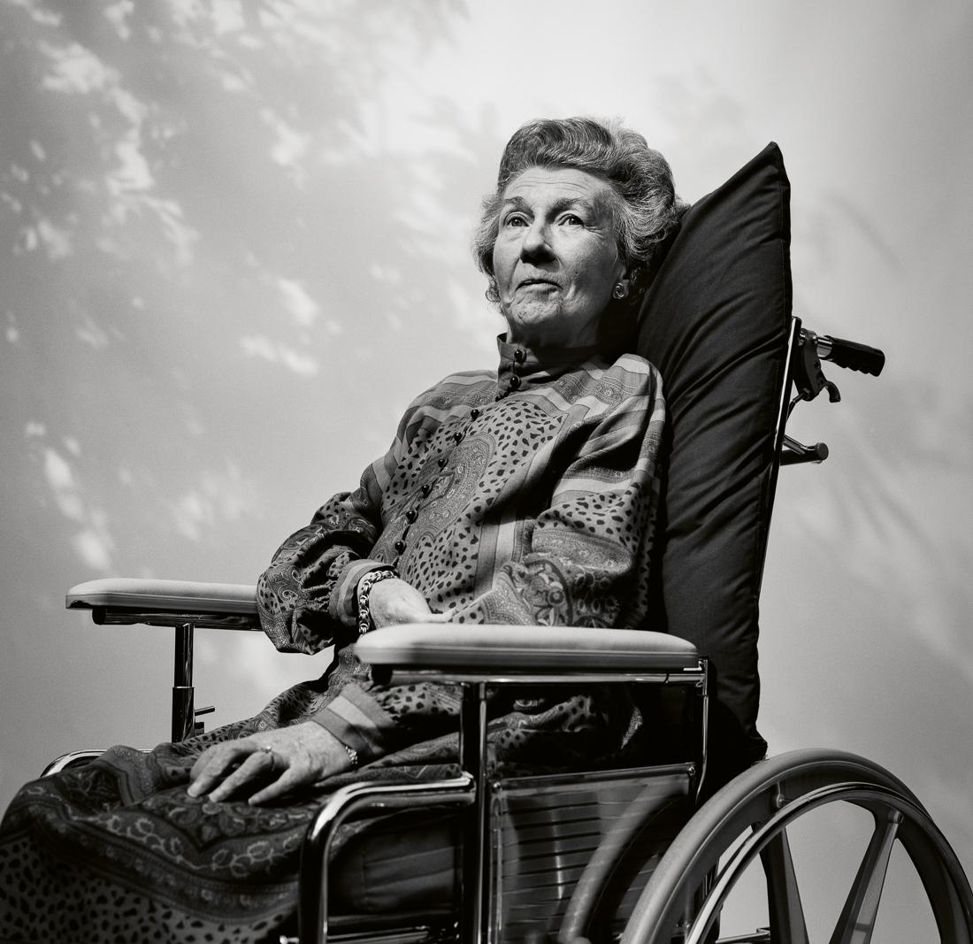 «Μοναδική στο είδος της», βραβείο «Black & White Portrait Series of the Year 2021». Η σειρά ξεκινάει με το πορτρέτο της μητέρας του φωτογράφου. Είχε σκλήρυνση κατά πλάκας, που επιδεινώθηκε μετά από ένα σοβαρό εγκεφαλικό επεισόδιο. Ζούσε ακίνητη και μπορούσε να πει μόνο «ναι» και «όχι». Ωστόσο, «έζησε με χάρη, εσωτερική ειρήνη και χαμόγελο που βρήκα αξιοσημείωτο», έγραψε ο Γκρέιαμ στο βιβλίο του «One of a Kind», το οποίο της αφιέρωσε.