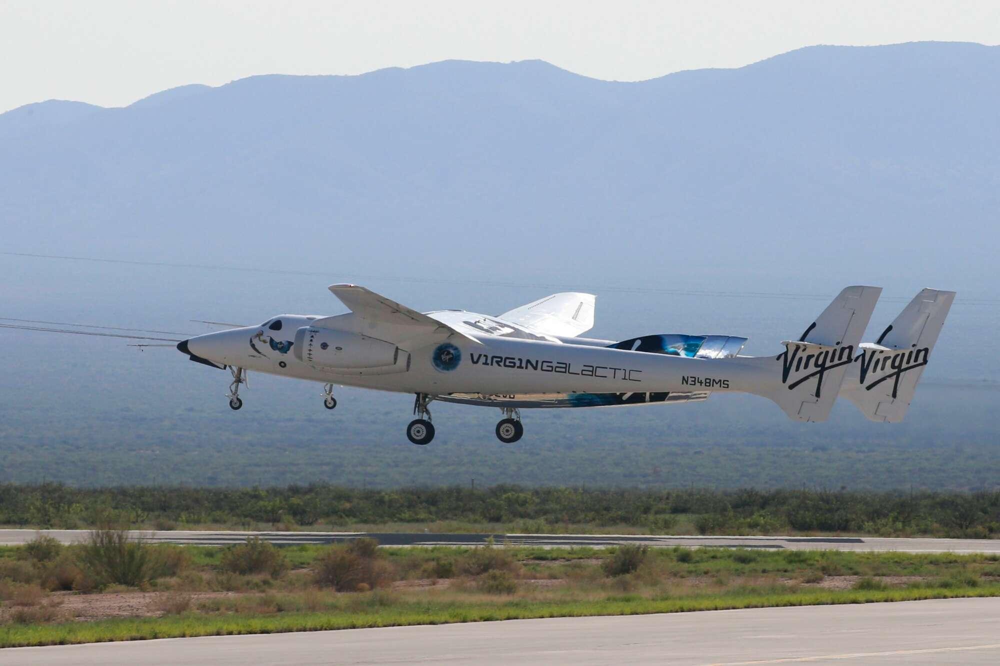 Αρχίζει η πρώτη τουριστική πτήση προς το Διάστημα. Το Unity απογειώνεται στην αγκαλιά του μητρικού αεροσκάφους...
