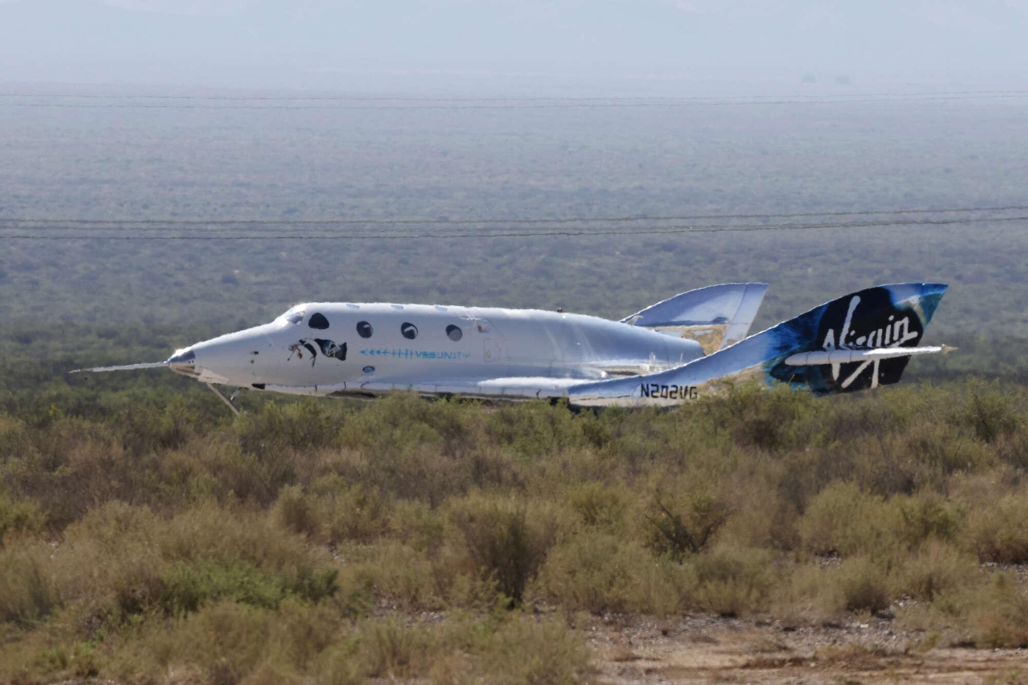 Η στιγμή της προσγείωσης. Το Unity πατάει ξανά τους τροχούς του στον διάδρομο της βάσης Spaceport America περίπου στις 09:40 τοπική ώρα, (18:40 ώρα Ελλάδας)
