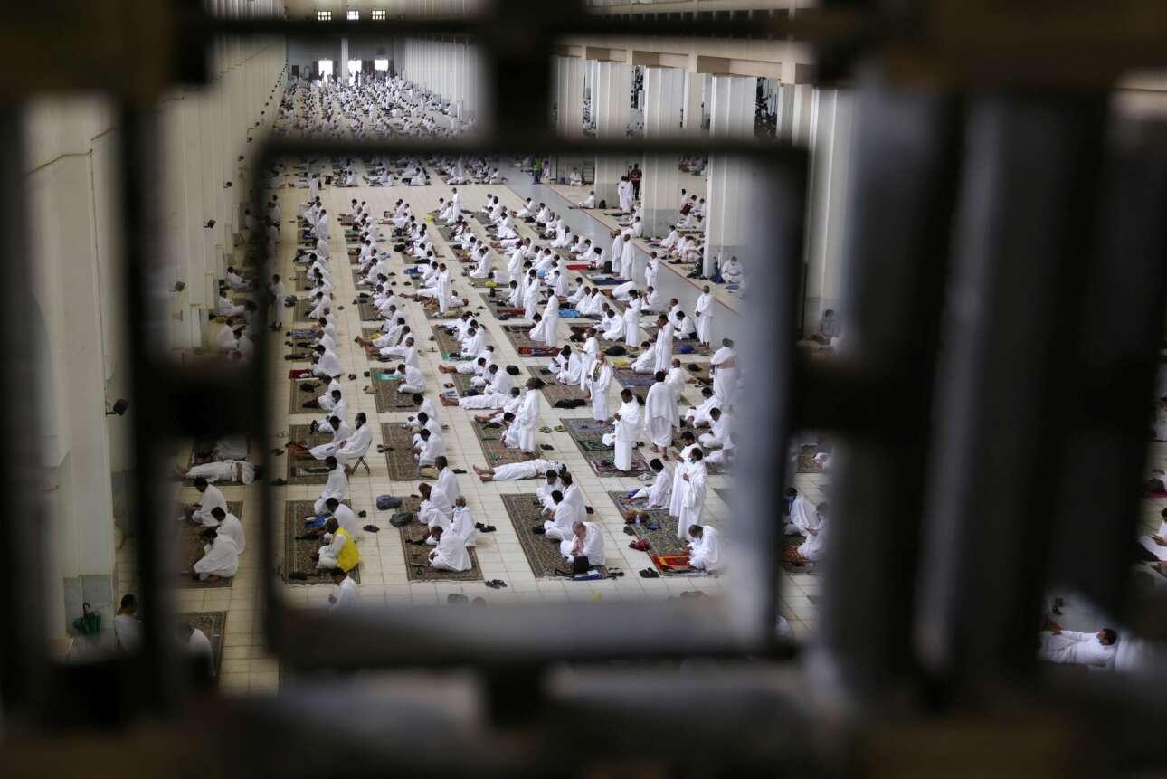 Χατζήδες στη Μέκκα – μεγάλη υπόθεση για τους μουσουλμάνους. Ωστόσο η Σαουδική Αραβία απαγόρευσε και εφέτος, όπως είχε πράξει και πέρσι, τον θρησκευτικό τουρισμό από το εξωτερικό εξαιτίας του κορονοϊού