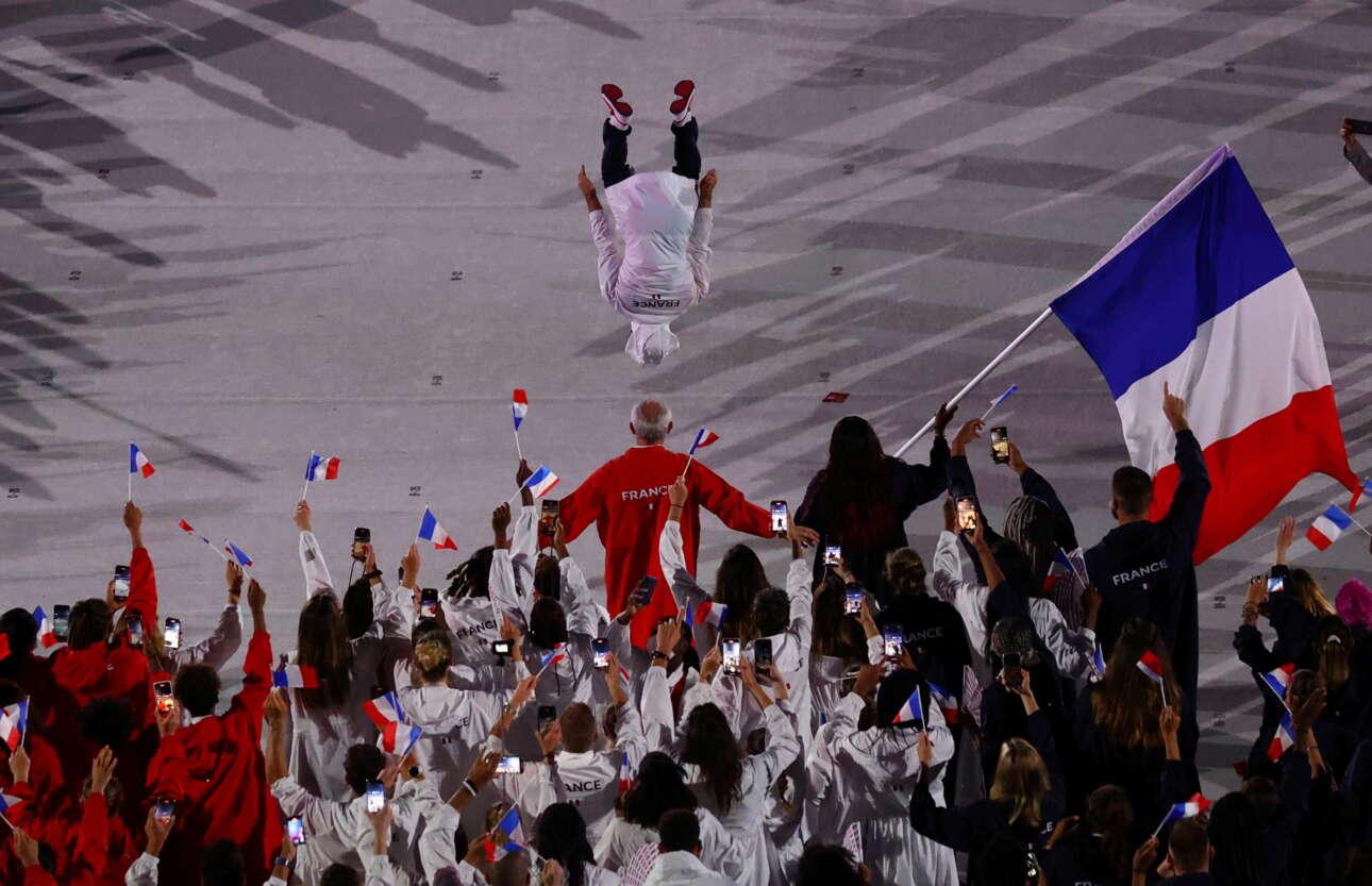 Και πάρτι για τους Γάλλους όταν πήραν τη θέση τους στο στάδιο