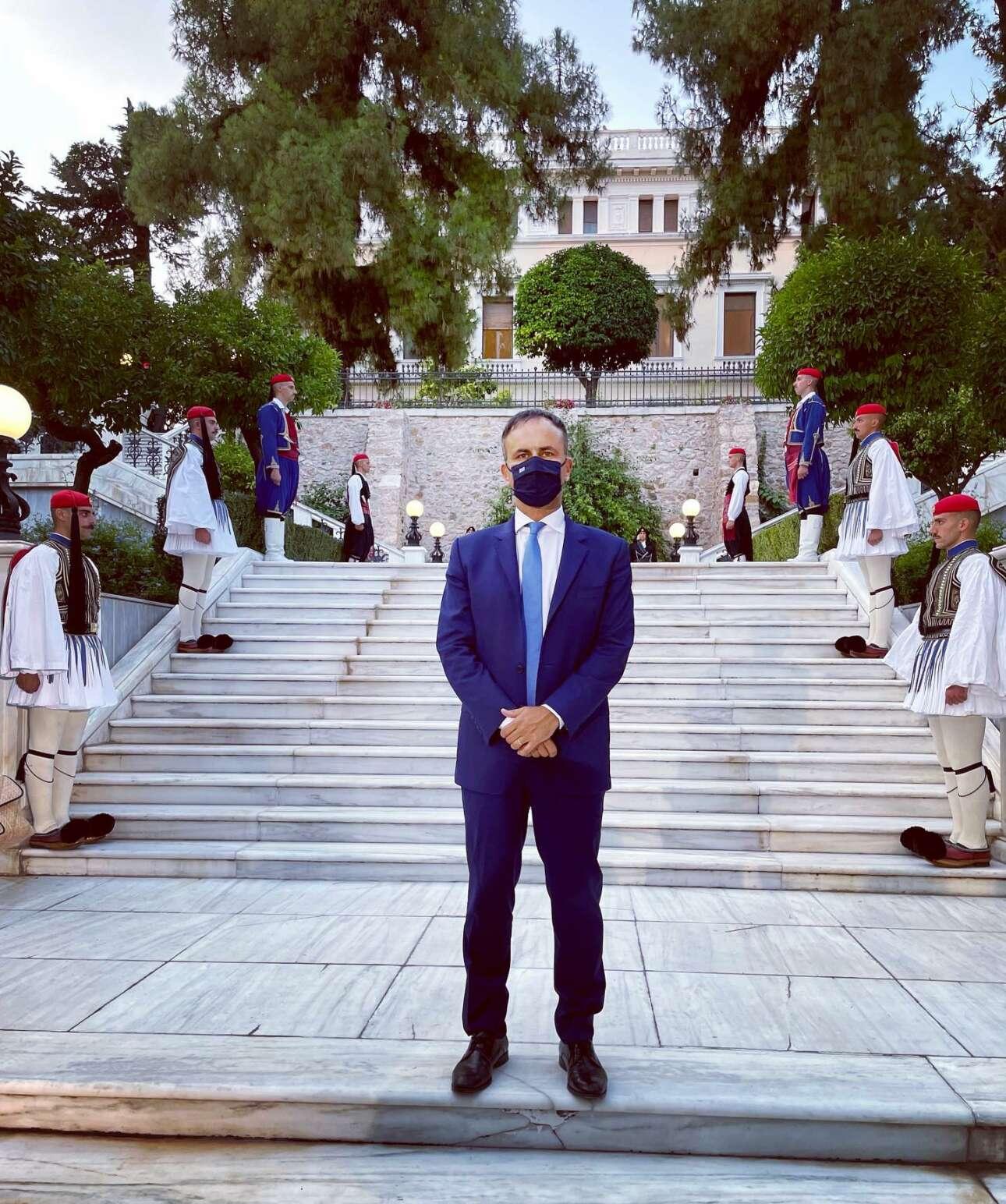 Ο επικεφαλής του Οικονομικού Γραφείου του Πρωθυπουργού Αλέξης Πατέλης, σε μια φωτογραφία που ανήρτησε ο ίδιος στα social media