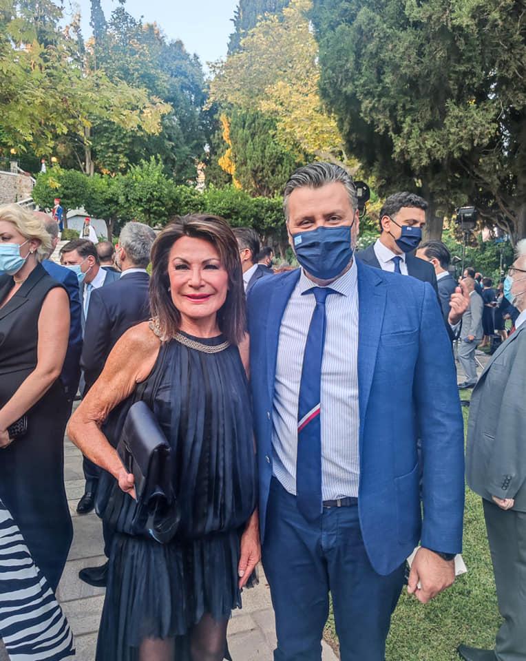 O βουλευτής της ΝΔ Γιάννης Καλλιάνος με την πρόεδρο της Επιτροπής «Ελλάδα 2021» Γιάννα Αγγελοπούλου