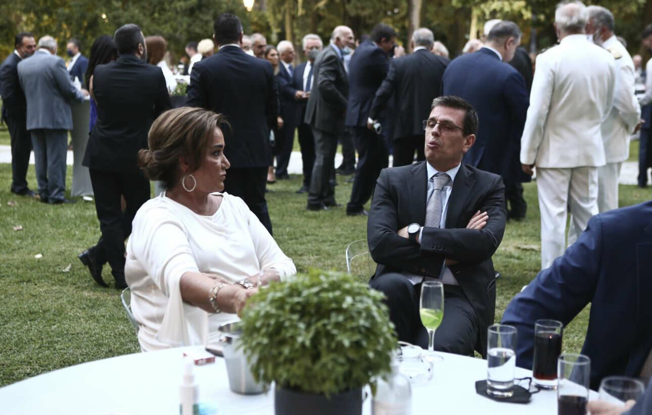 Η Ντόρα Μπακογιάννη, βουλευτής Χανίων της ΝΔ, με τον Δημήτρη Καιρίδη, βουλευτή Βορείου Τομέα Αθηνών