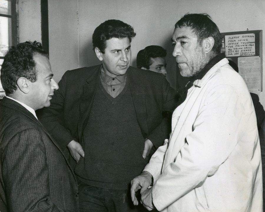 Στα γυρίσματα του «Ζορμπά» με τον Μιχάλη Κακογιάννη και τον Αντονι Κουίν