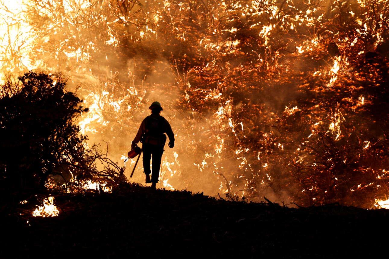 Η φιγούρα ενός πυροσβέστη στο μέτωπο του Γκρίζλι Φλατς