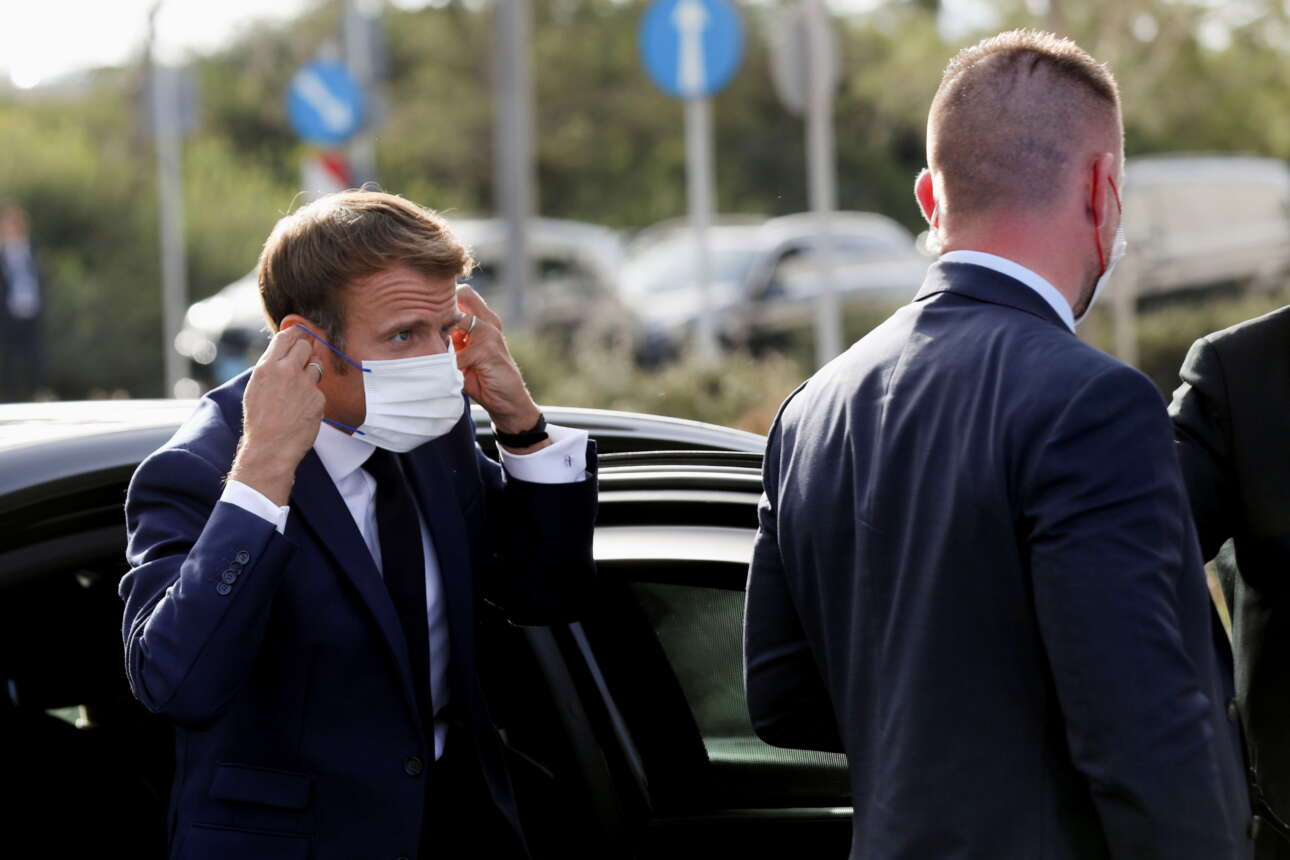Ο πρόεδρος της Γαλλίας Εμανουέλ Μακρόν κατά την άφιξή του στο Κέντρο Πολιτισμού Ιδρυμα Σταύρος Νιάρχος