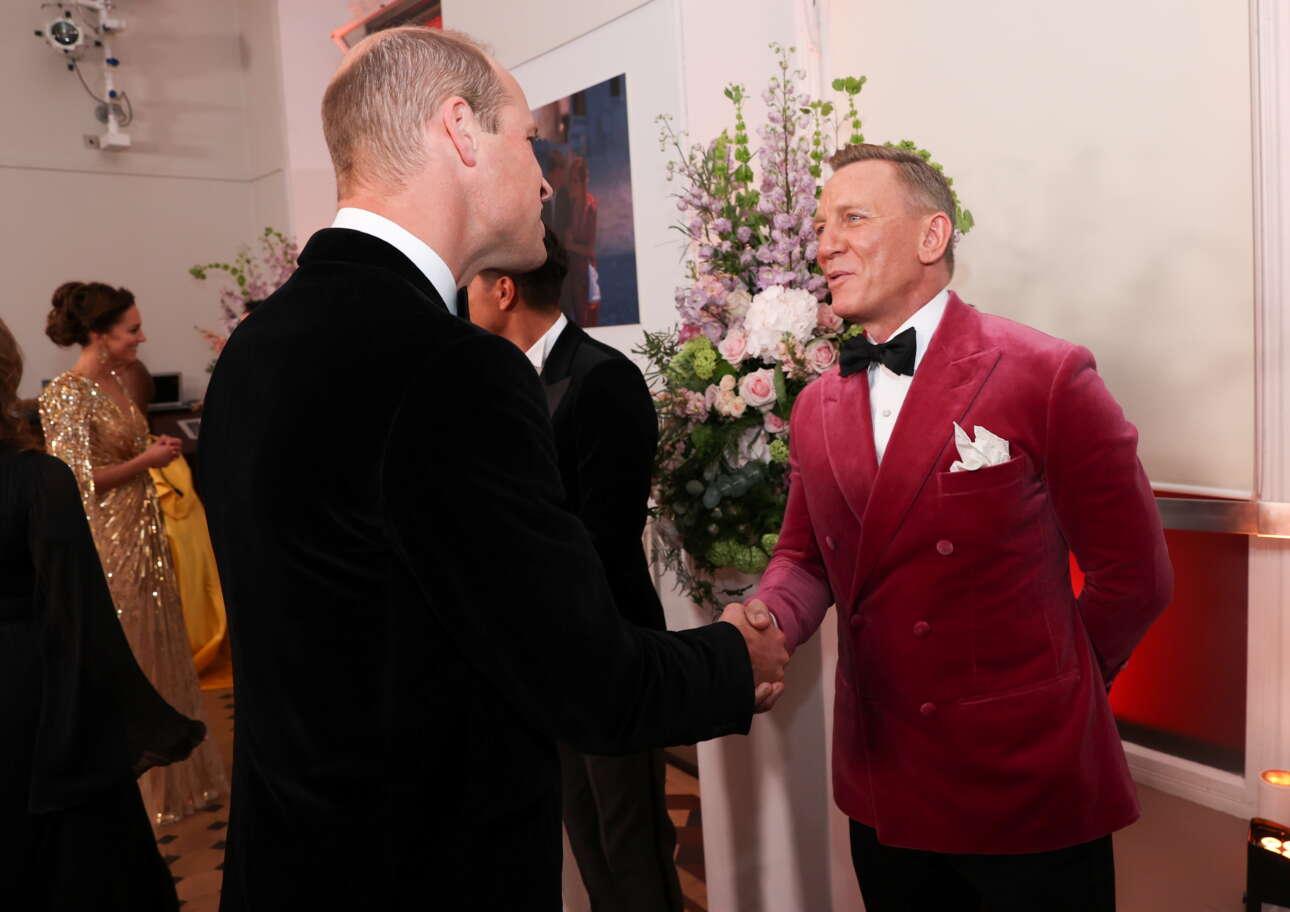 Ο Γουίλιαμ συγχαίρει τον Κρεγκ. «Well done 007»...