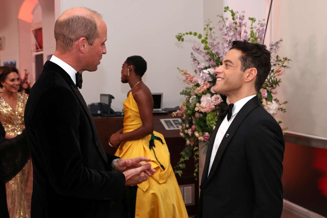 Ο πρίγκιπας Γουίλιαμ με τον Οσκαρικό Ράμι Μάλεκ, τον «κακό» στο φιλμ «No time to die»