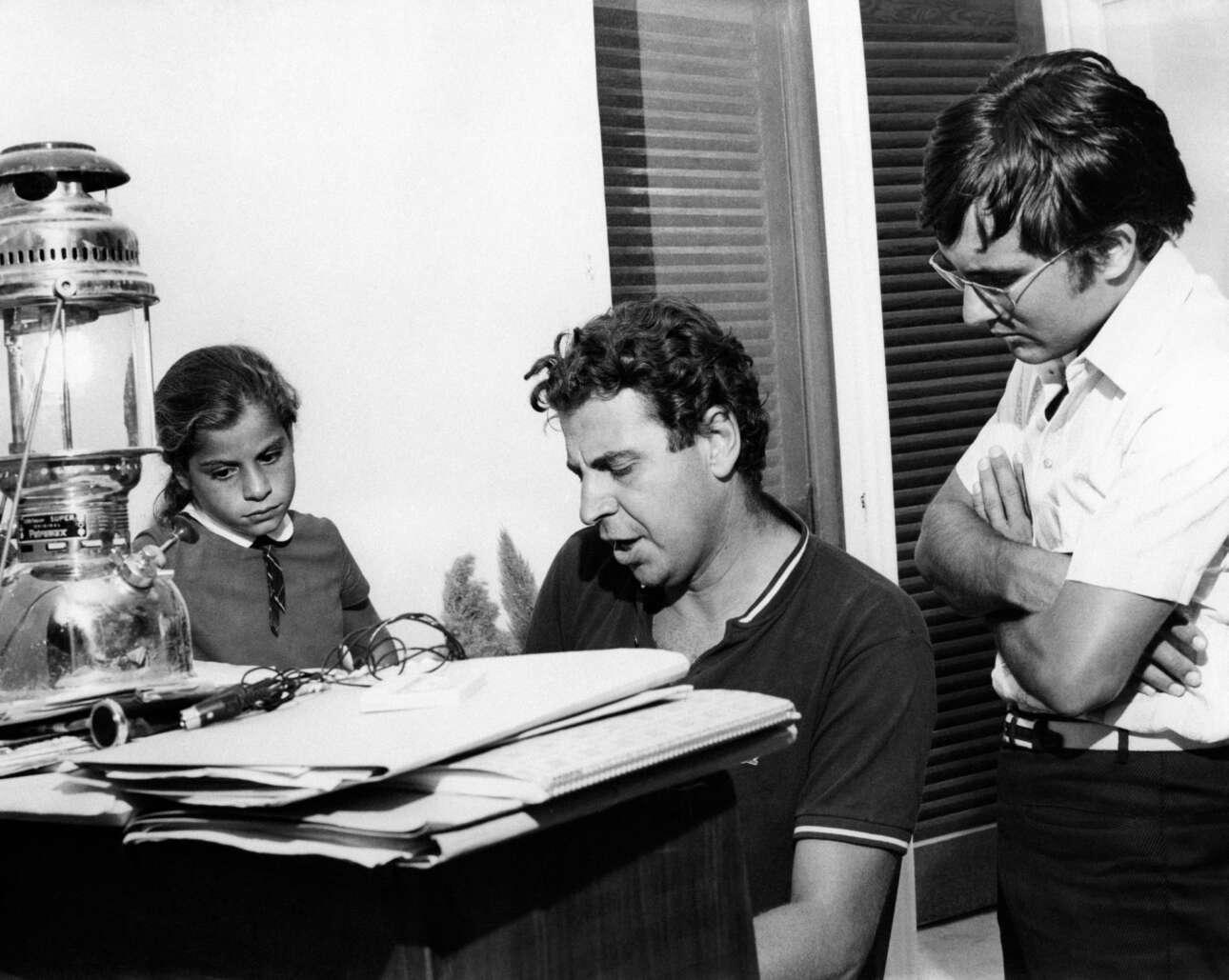 Δεκαετία του '60. Ο Μίκης στο πιάνο, με τη Μαργαρίτα και τον φημισμένο ιταλό τραγουδιστή Αλ Μπάνο να παρακολουθούν